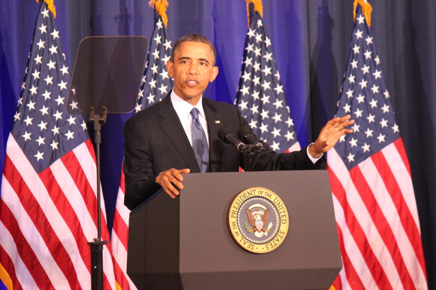 Jól látható Barack Obama nyakában egy lemúriai kristály.