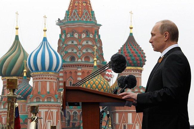 Putyin nyakában szintén ott lóg egy lemúriai tudáskő.