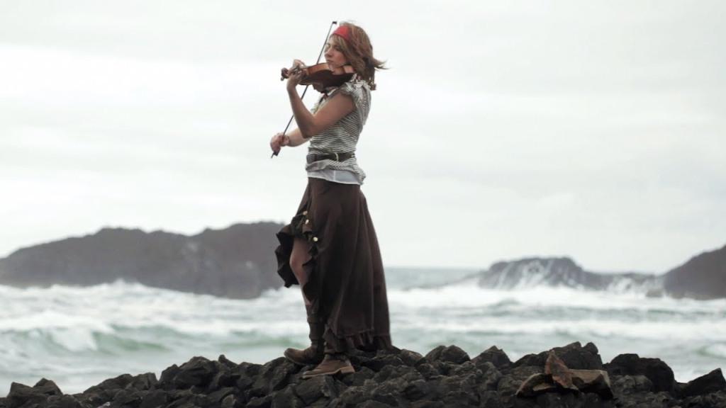 Rum, rablás, romantika – egy kupica kalóztörténelem